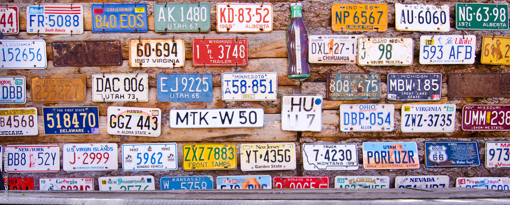 Fototapety, obrazy: License Plate Collection at Hole N The Rock, Moab, Utah