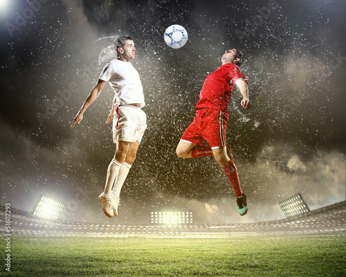 Cadres-photo bureau Le football two football players striking the ball