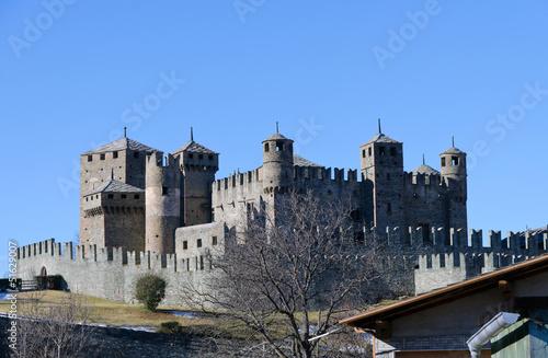 Photo Il castello di Fenis visto da Fenis - (Aosta)