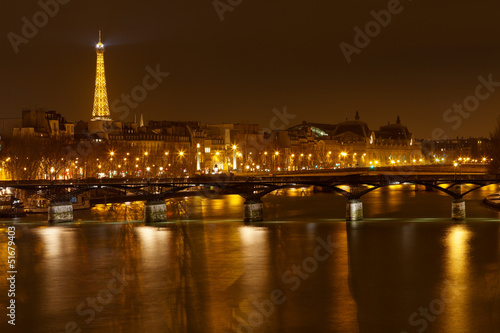 Papiers peints Paris Pont des Arts in Paris at night