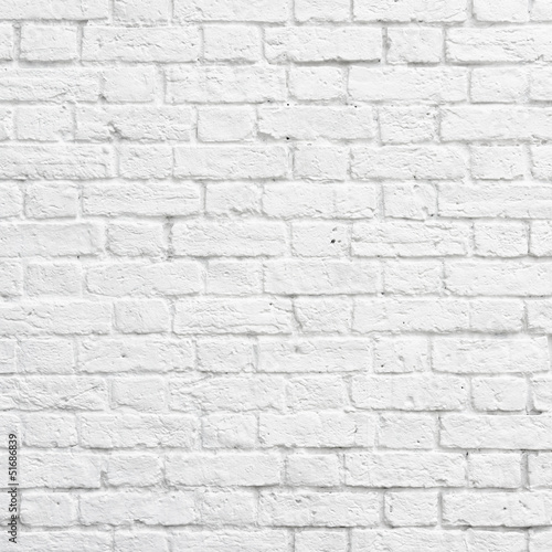 bialy-mur-z-cegly