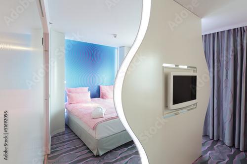 Hotelzimmer Mit Bett Fernseher Und Trennwand Buy This Stock Photo