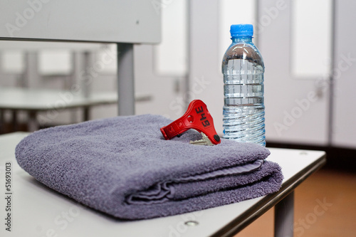 Valokuva  Bottle of water and towel in locker room