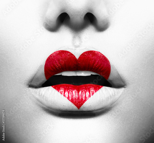 Foto auf Leinwand Fashion Lips Beauty Sexy Lips with Heart Shape paint