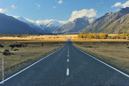 Fotobehang Natuur Park Straight empty highway leading into Aoraki-Mount Cook