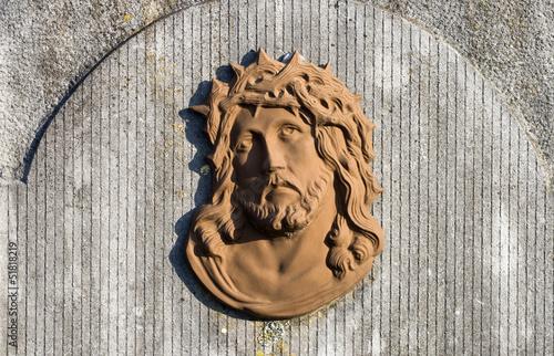 Foto Visage du Christ sur une tombe