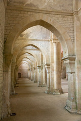 Fototapeta Arches et voûte de l'abbaye de Fontenay