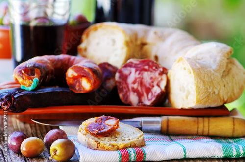 Foto  Bread, meat and portuguese wine