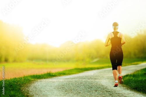 Keuken foto achterwand Jogging Joggerin in sonnenuntergang