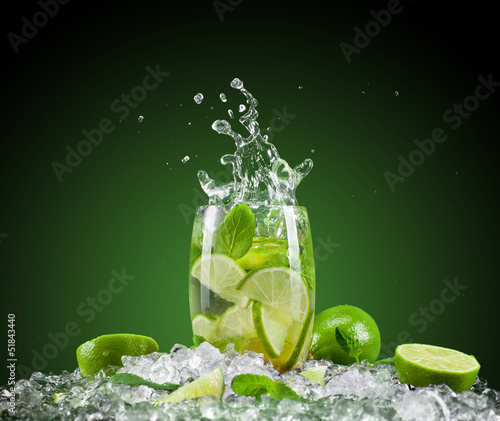 Poster Eclaboussures d eau Mojito drink with splash
