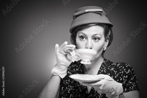 Fotografia  Retro Woman Drinking Her Tea
