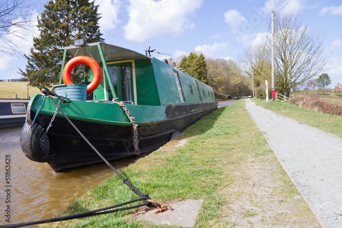 Fotomural Canal barge alongside towpath