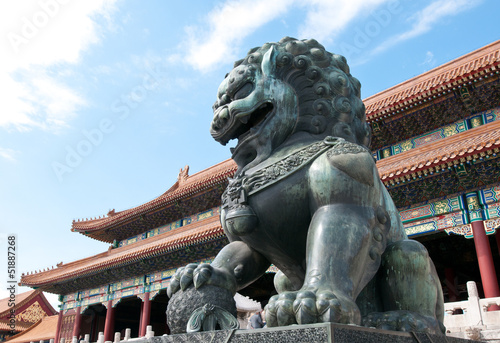 Foto op Aluminium Beijing Bronze lion statue in Forbidden City, Beijing in China
