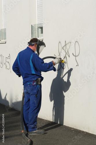 Foto op Aluminium Graffiti nettoyage de graffiti