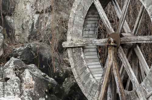 drewniany-mlyn-wodny