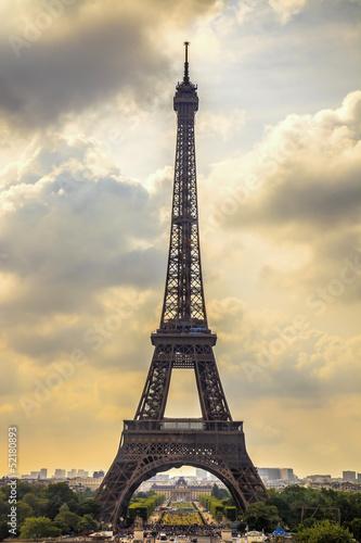 punkt-orientacyjny-wiezy-eiffla-widok-z-trocadero-paryz-francja