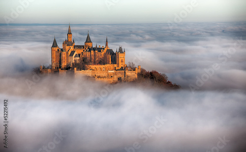 Burg Hohenzollern über den Wolken
