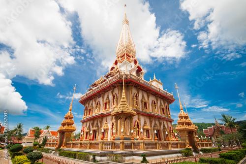 Foto  Pagoda in wat Chalong, Phuket, Thailand