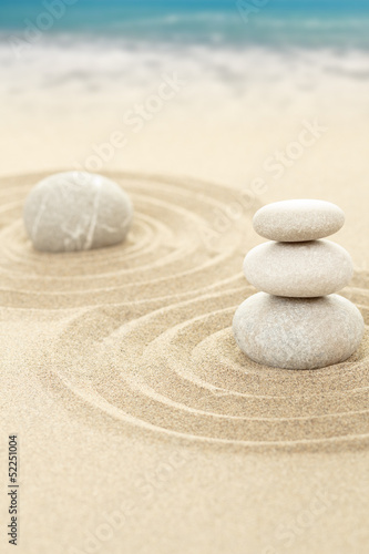 Tuinposter Stenen in het Zand Balance zen stones in sand with sea in background