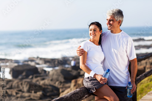 Fotografia  mature couple relaxing after exercise