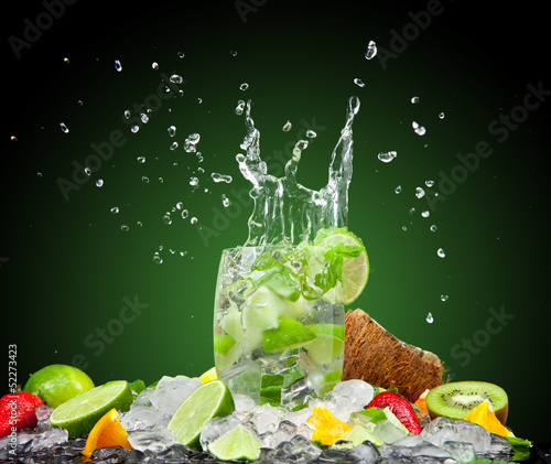 Foto op Plexiglas Opspattend water Fresh drink