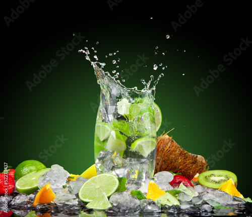 Foto op Canvas Opspattend water Fresh drink