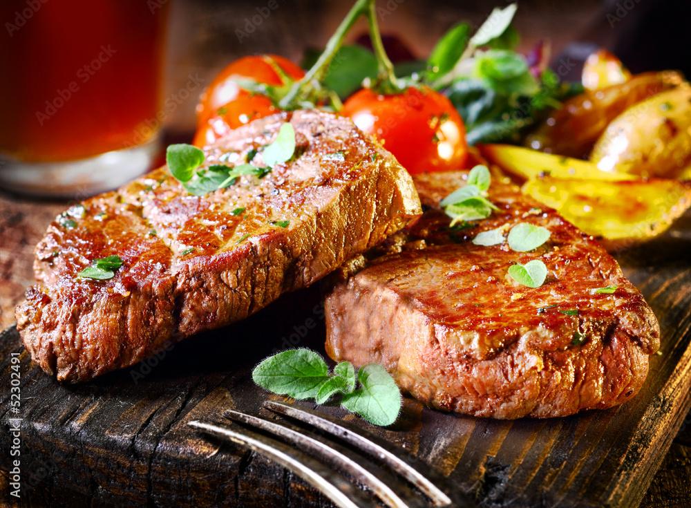 Fototapety, obrazy: Succulent fillet steak and roast vegetables