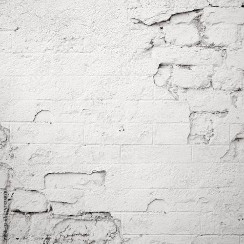 uszkodzony-bialy-mur