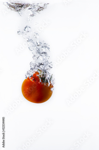 Poster Eclaboussures d eau pomodoro rosso nell'acqua