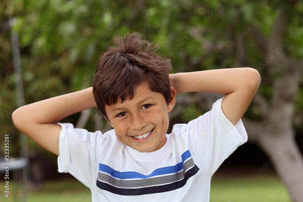 Valokuva  Boy in park