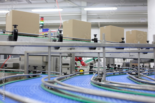 Fotografiet  Cardboard boxes on conveyor belt in factory