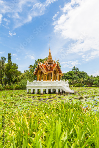Photo  Thai temple on the water