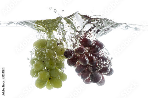Spoed Foto op Canvas Opspattend water Wine grapes splash