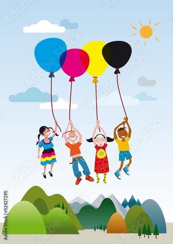 dzieci-bawiac-sie-balonami