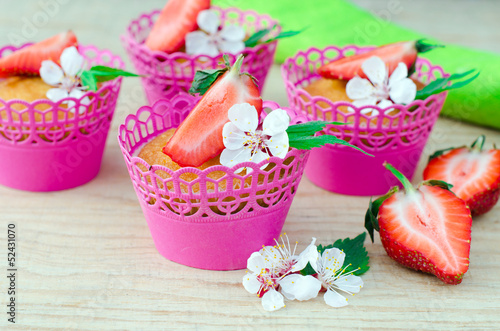 Papiers peints Dessert Muffins with strawberries on a wooden table