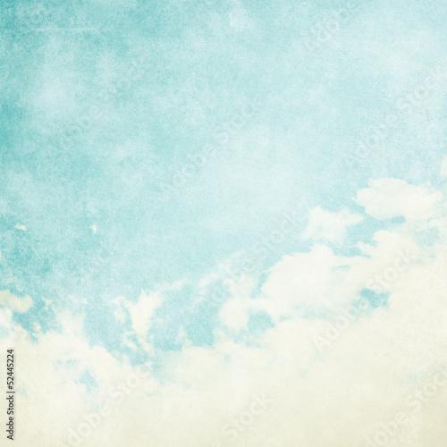 wodny-kolor-jak-chmura-na-starym-papierowym-tekstury-tle