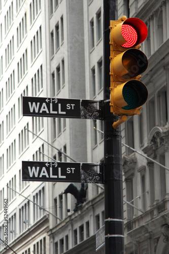 scienna-ulica-i-czerwony-swiatla-ruchu-crysis-symbol