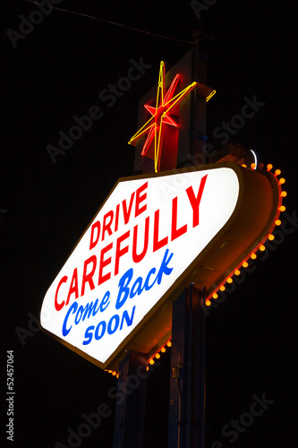 Foto op Aluminium Las Vegas Famous Leaving Las Vegas sign at night