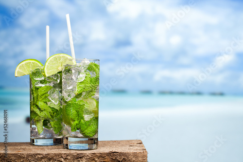 Canvas-taulu Cocktail mojito on beach
