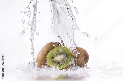 Poster Eclaboussures d eau kiwi splash