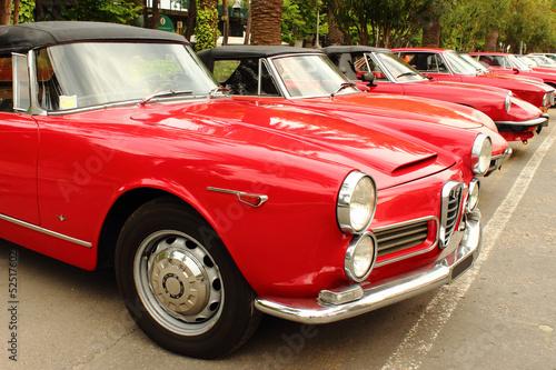Türaufkleber Autos aus Kuba Gathering of vintage red cars