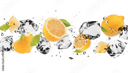 Fototapety do kuchni  ice-fruit-on-white-background