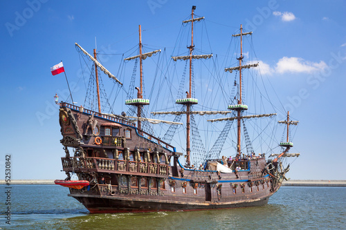 Photo Stands Ship Pirate galleon ship on the water of Baltic Sea in Gdynia, Poland