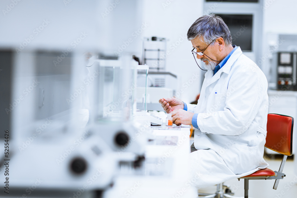 Fototapeta Senior male researcher carrying out scientific research in a lab