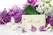 Alles Liebe: Romantisches Geschenk mit Frühlings-Flieder