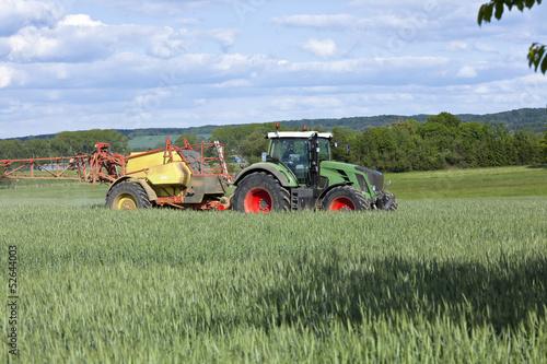 Photo  Traktor im Getreidefeld