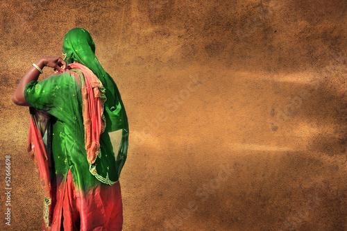 orientalna-kobieta-na-brown-starym-pergaminowym-tle