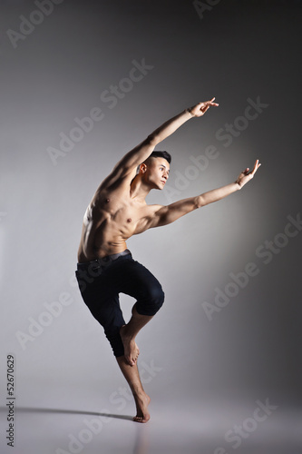 Fotomural Young and stylish modern ballet dancer