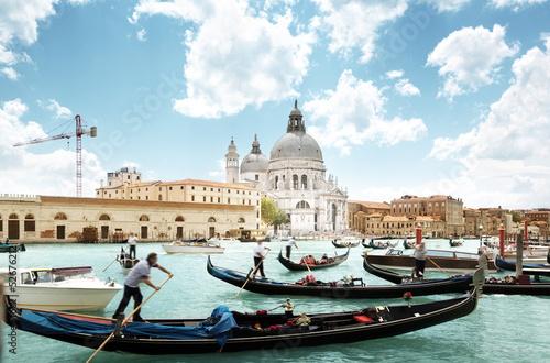 Türaufkleber Gondeln gondolas on Canal and Basilica Santa Maria della Salute, Venice,