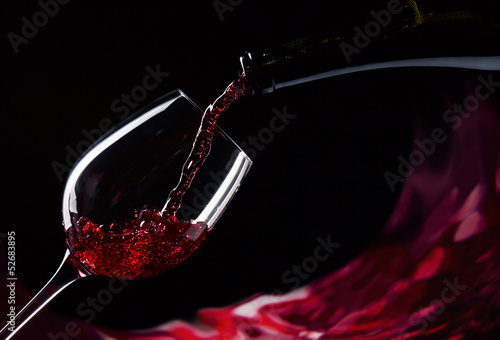 Staande foto Alcohol bottle and glass with red wine